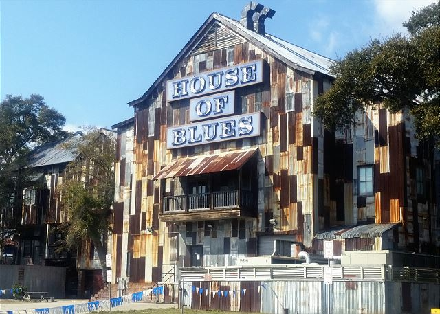 Great concerts & food at the House of Blues at Barefoot Landing -- minutes from your condo.