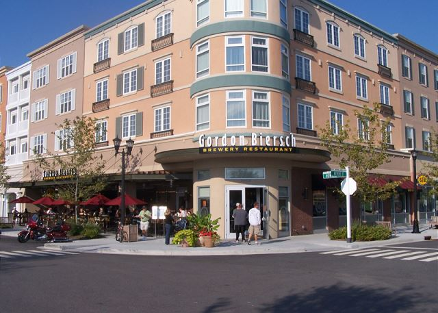 Make a day trip to Market Commons within 25 minutes!  Lake side shopping, dining and attractions.