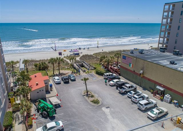 This public beach access has showers, bathrooms and handicapped beach walkover. The building to the right is a great little beachside grill for burgers on the deck or happy hour cool drinks.