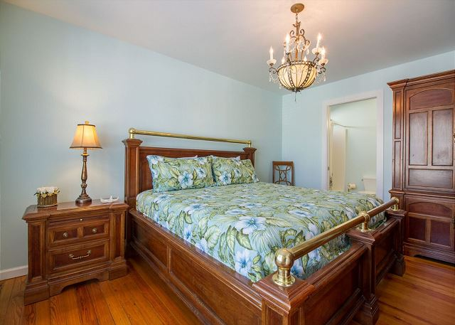 Downstairs master with king bed and semi-private full bath with tub and shower. (shared with hallway)
