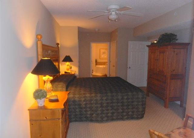 Deluxe and spacious master bedroom, king bed and private en-suite bath