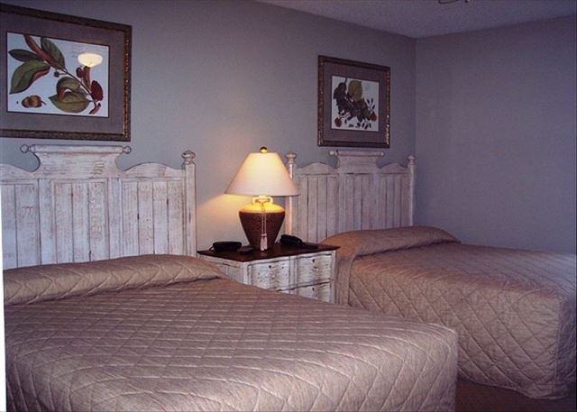 Cozy and comfortable guest bedroom, sleeps four with double queen beds.