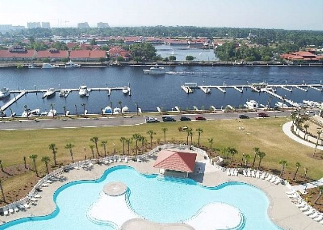 Gorgeous views of the Intracostal Waterway, BareFoot Shopping, Marina and big blue Atlantic Ocean beyond.