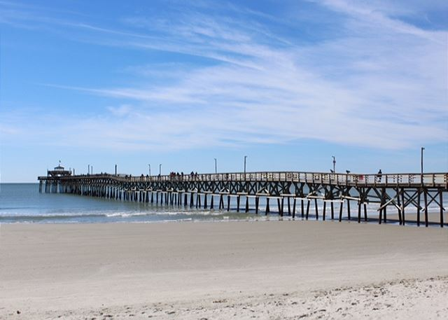 Cherry Grove pier offers a grill and outdoor seating for an awesome afternoon lunch.