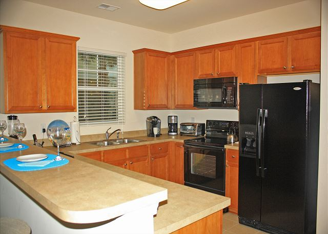Fully equipped kitchen, all new dishware, glasses, pots and pans.
