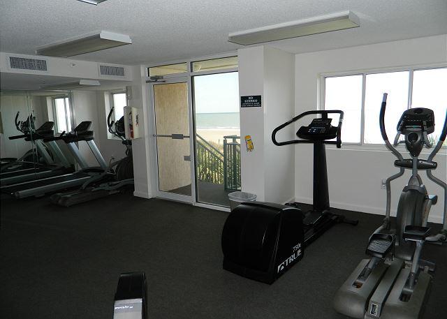 Fitness center that overlooks the ocean