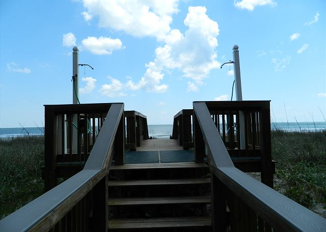 Convenient  walk way to the beach.  showers to rinse off before going back up