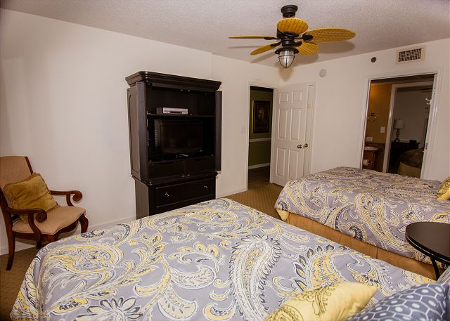 Guest bedroom w/ two queens and attached full bath.  Your bed and bath linens will be included during your stay.