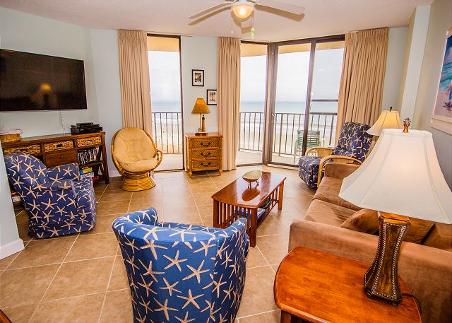Great seating for everyone and ocean front views to mesmerize!