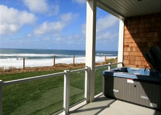 Enjoy the Private Deck and Hot Tub with a full ocean view! Electric BBQ