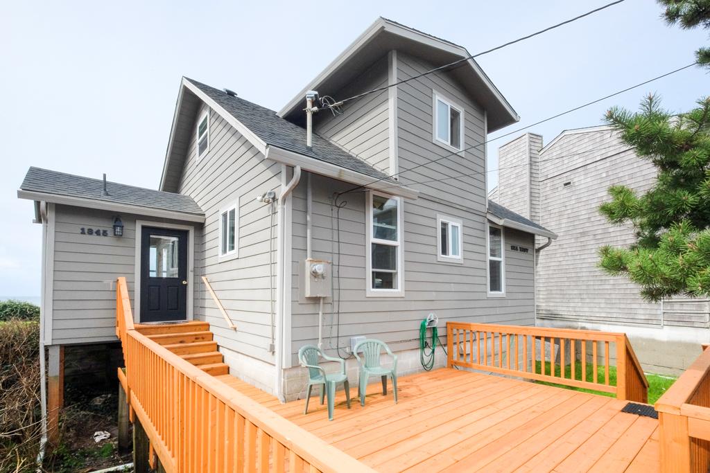 East deck Seamist Beach House Rental