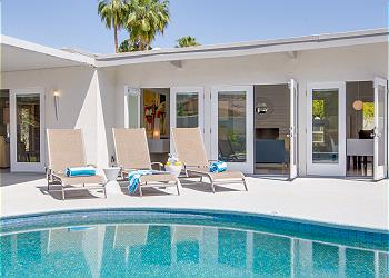 Indoor / Outdoor Living in true Palm Springs Style!
