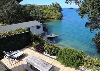 Putiki Bay Paradise, Surfdale