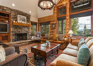 Buckhorn Lodge 4+den with Private hot tub and expansive mountain views!