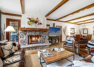 Bearpaw Lodge - Luxury 3 bedroom property with slopeside location!