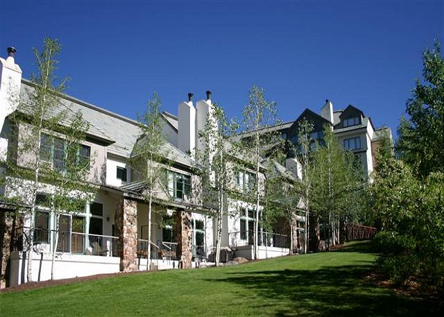 Winter or summer, this location is just a short 2 block walk to the heart of Beaver Creek!