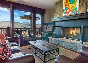 Spectacular Hummingbird 3BR + Den Luxury Condo in Exclusive Bachelor Gulch