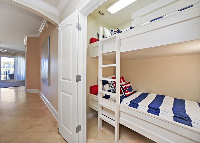 Bunk Area with 2 Twin Beds