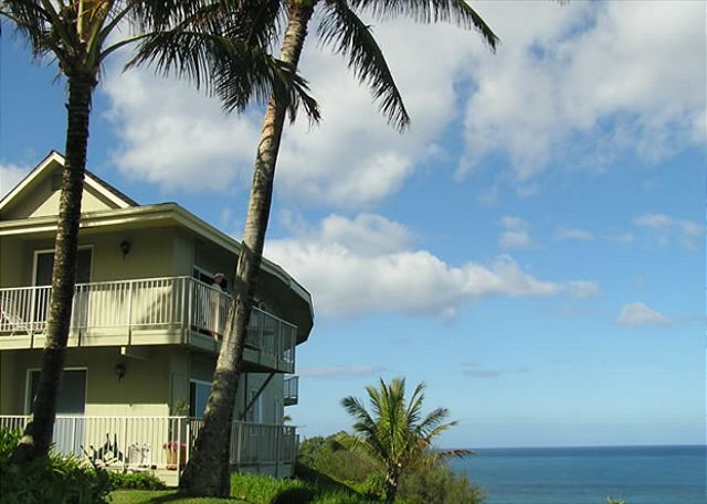Alli Kai sits on the bluffs overlooking the ocean.  Fantastic views abound!
