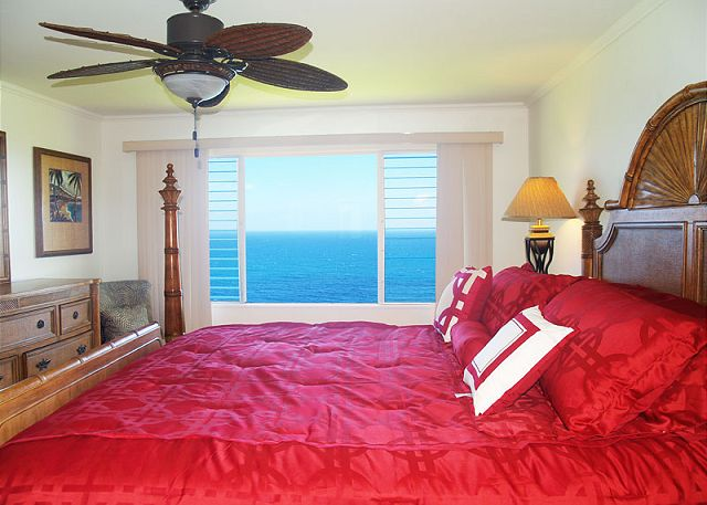 Master bedroom with King size bed and stunning ocean view!