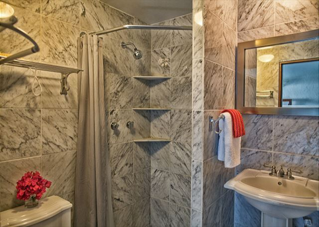 Guest Bathroom Ideas With Pleasant Atmosphere: A12