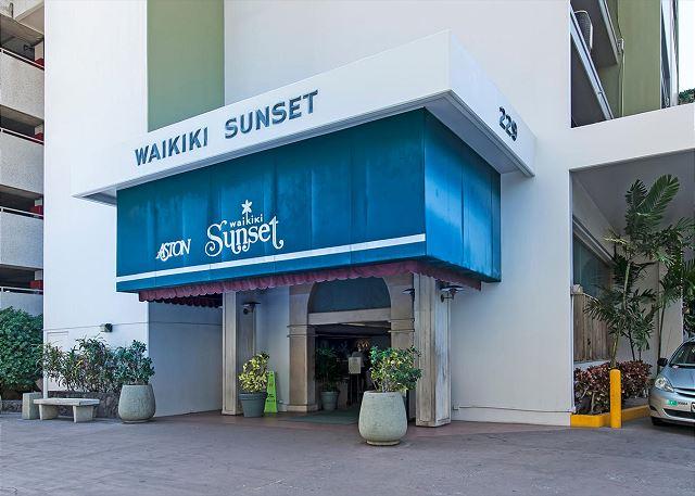 Waikiki Sunset Mountain 1 Bdr On The 19th Floor B Waikiki Condos Oahu Vacation Rentals