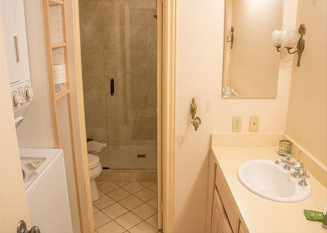 Second hallway bath