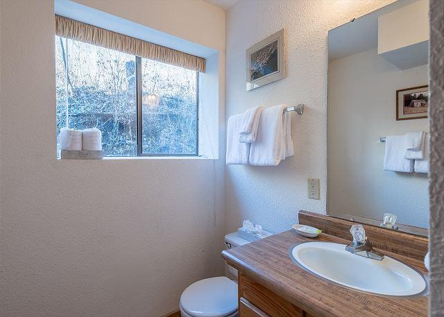 Downstairs En Suite Bath