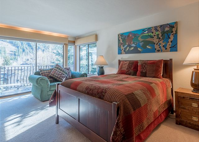 Master Bed and Sitting Area