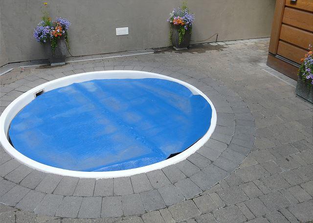Complex hot tub
