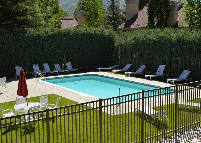 Sunburst complex pool