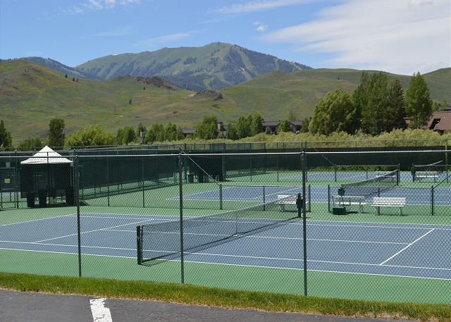 Elkhorn Resort Tennis Court