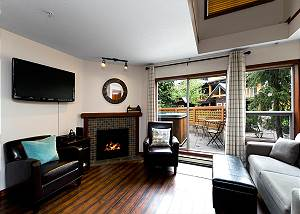 121 Glaciers Reach a 2br with hot tub & pool in Whistler Village