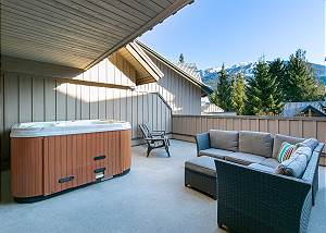 41 Glaciers Reach, a 3br with hot tub & pool in Whistler Village