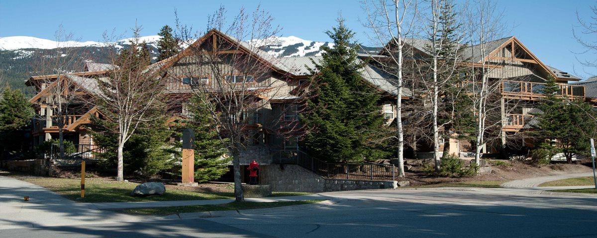 Glaciers Reach has a convenient village location close to the lifts.