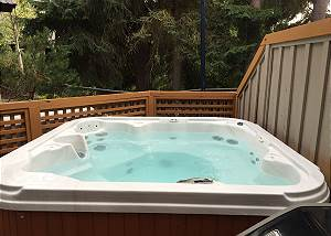 109 Glaciers Reach a 2br with hot tub & pool in Whistler Village
