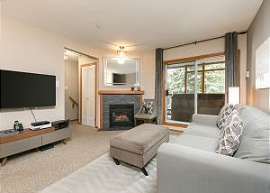 90 Glaciers Reach, a 2br with hot tub & pool in Whistler Village