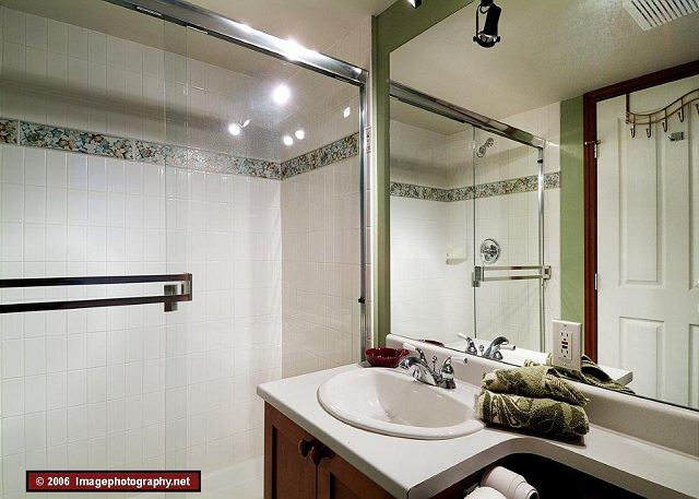 """""""The place was immaculate! The three bathrooms and an in-suite washer and drier were very convenient."""""""