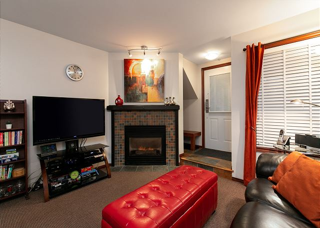 This 2 bedroom / 2 bathroom townhome has 3 flat screen TVs with 100+ channels, Wi-Fi, Dvd player, stereo and PlayStation.
