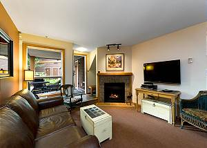 59 Glaciers Reach, a 2br with hot tub & pool in Whistler Village