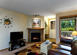 33 Glaciers Reach, a 2br with hot tub & pool in Whistler Village