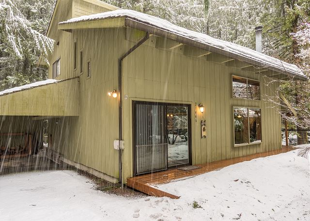 Front of Supercabin in winter