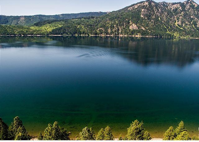 Big bear on lake cle elum lake cle elum for Cle elum lake cabins