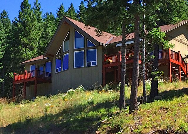 Beargrass Lodge overlooking Lake Cle Elum!