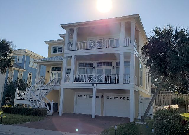 Palm Harbor is located Mariner Circle. This is a 4 bedroom, 3 1/2 bath home. Balconies of living area, dining area, master and all the bedrooms having access. Perfect family vacation tradition to start today!