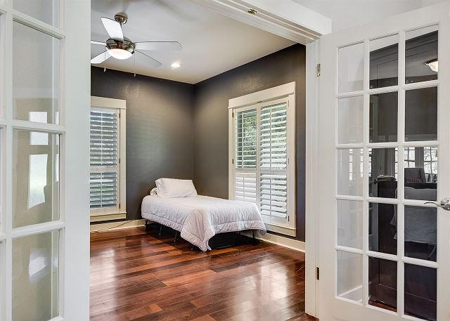 Office bedroom with the ability to have two Front Gate beds