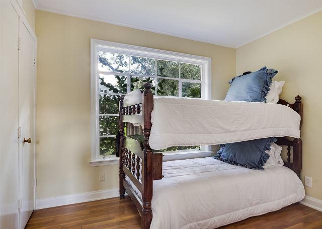 Back house twin room sleeping 2 people