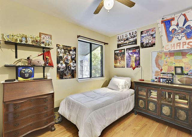 Twin room with the option of adding a Front Gate bed