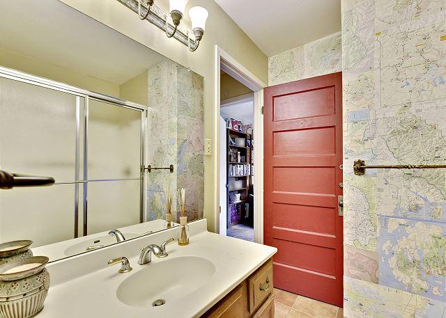 Shared upstairs bathroom between Queen & Twin bedrooms