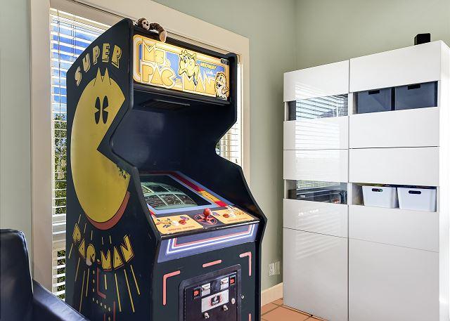 Queen Bedroom Pacman Game
